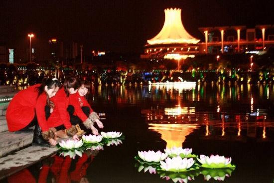 南宁民歌湖放水灯活动 图:资料图片