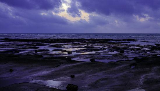 苍穹下的五彩滩 图:新浪博主/毛毛雨