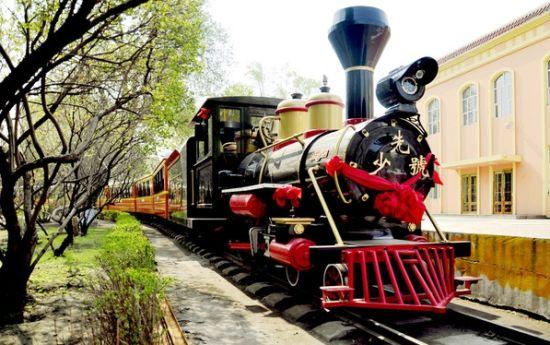 新浪旅游配图:儿童公园小火车 摄影:自由摄影人