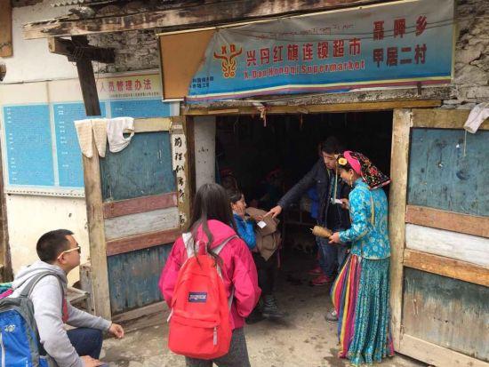 专家深入藏寨,对藏家老板进行一对一培训指导