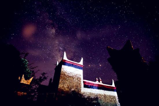 四川丹巴深山峡谷中 即将惊现众筹科技星空房