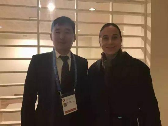 卓锐科技董事长兼CEO宋夫华(左)与意大利文化遗产部长Alessandra Priante(右)