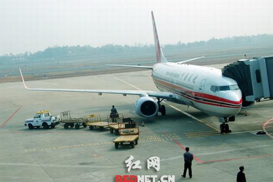 中联航长沙至北京南苑机场航线10日成功首航
