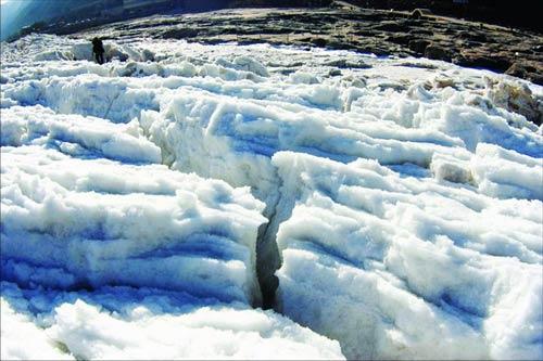 图文:黄河壶口瀑布冰封