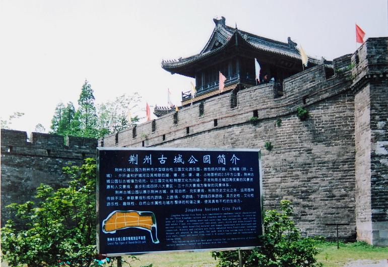 风景区 洈水风景区位于湖北省松滋市西南部,地处长江三峡,荆州古城