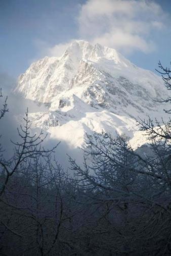 组图:飘渺冰川―贡嘎山的壮丽风光(10)
