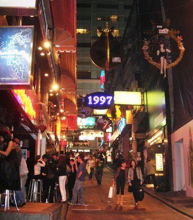 北京酒吧街:诱惑中繁华过往