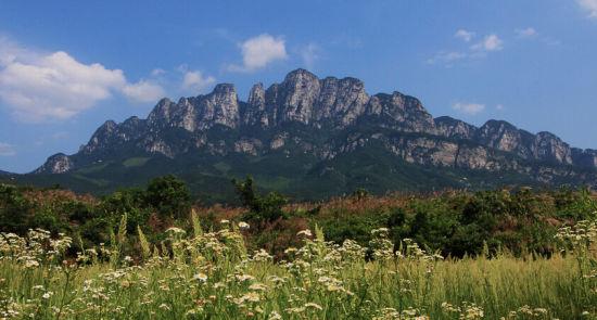 四,五老峰   五老峰地处江西省九江市庐山东南,因山的绝顶被垭口所断