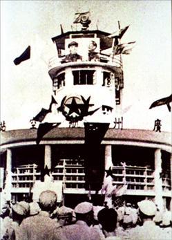 1950年8月1日,北京至广州航线正式通航时,在广州白云机场举行的开航典礼。