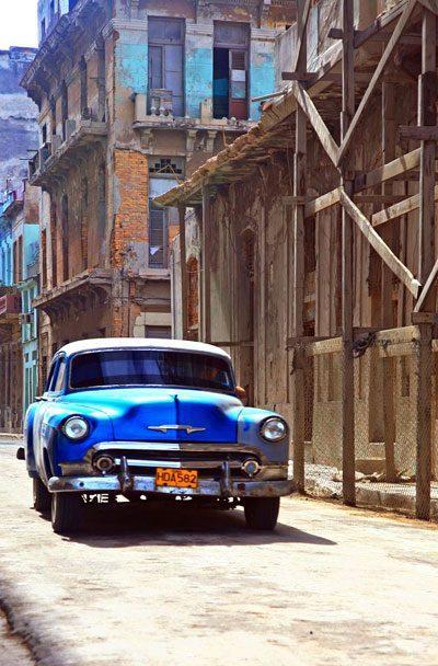 哈瓦那街头的老爷车