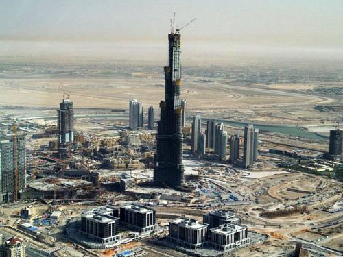 主体建筑已完工的世界最高楼:迪拜塔