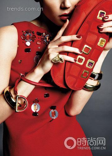 水晶坠饰红裙 Dior