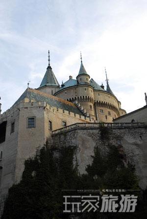 斯洛伐克最美丽、最受欢迎的城堡――博伊尼策城堡。