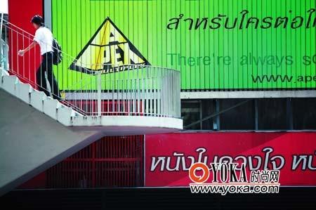 曼谷的中心商业区是个充满各种色彩的地带。