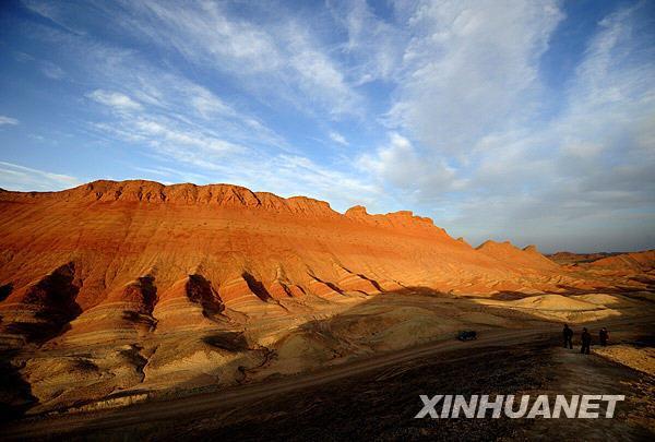 甘肃省张掖市临泽县倪家营乡境内的戈壁丹霞景观(摄于3月17日)。