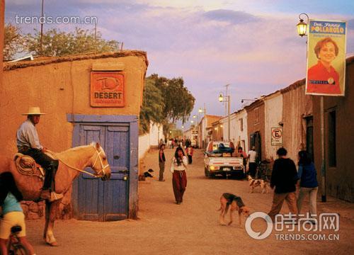 智利牛仔也是这个国家民俗文化的典型代表,牛仔和红色的土地让人联想到西部大片里的场景。