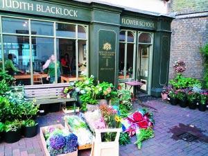 在伦敦游览完,可以到鲜花学校学习有关花的知识和技能。 本报记者 刘�F 摄