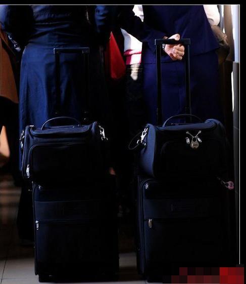 揭秘:空姐包包里的神秘装备(东航篇)