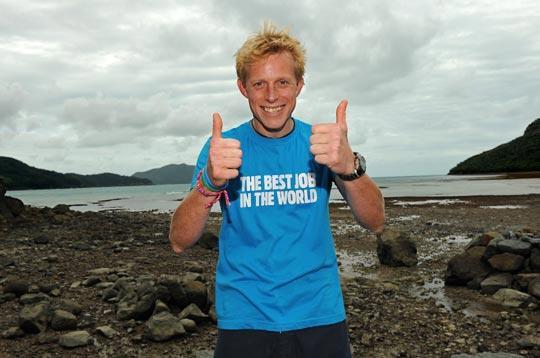 """英国慈善基金募集者本・绍索尔(Ben Southall)在16名参赛者中脱颖而出,获得了被提名作为一个澳大利亚热带岛屿的""""护岛人"""""""