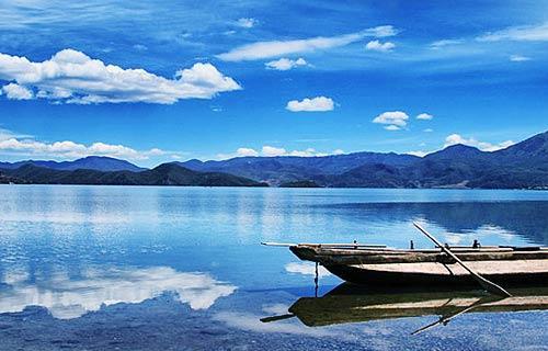 静谧的呼伦湖