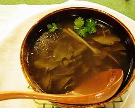 洋葱酸菜汤