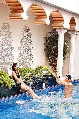 台湾大多数汽车旅馆里配有大型游泳池