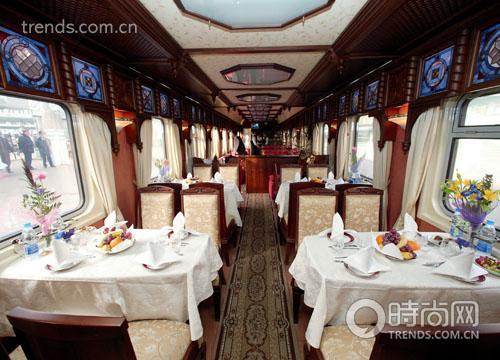 """""""金雕号""""拥有两节装修华丽的餐车"""