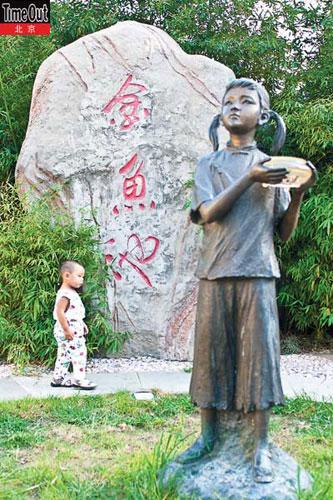 """""""小妞子""""雕像"""