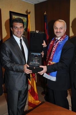 土耳其航空公司与巴萨签署赞助协议(组图)