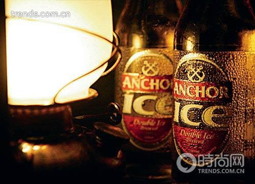 一盏油灯,几瓶海南本地力加啤酒,就能在亚龙湾的海滩旁轻松一夜