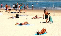 窥探邦迪海滩的比基尼诱惑