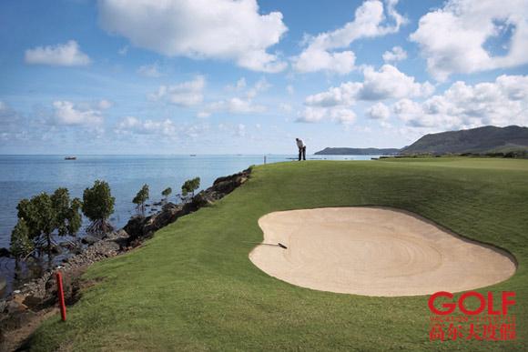 这个球场出自南非名将厄尼・埃尔斯之手,依照美国PGA的标准建造,也是岛上唯一达到该标准的球场