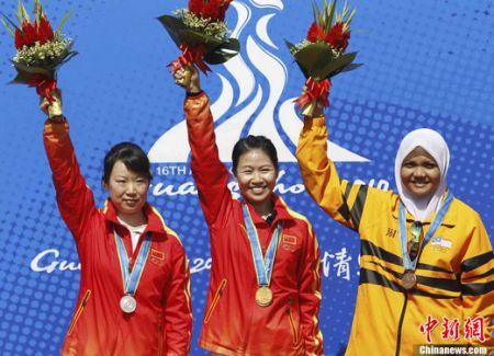 中国选手易思玲获得广州亚运会射击女子10米气步枪金牌。中国另一名选手武柳希获得银牌。
