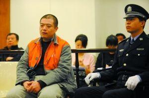 昨日,因涉嫌诈骗199万余元,张某在海淀法院受审。通讯员 李森 摄