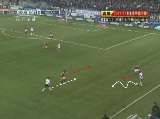 图23 切塞纳队员吸引梅斯巴的防守注意力