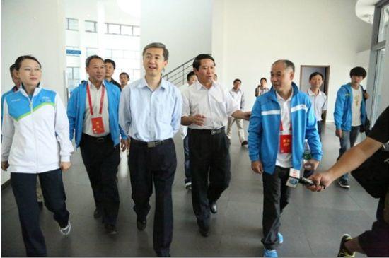 河南省委副书记 邓凯参观南阳李宁园