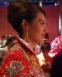 @卜柯文:换上了传统中式礼服