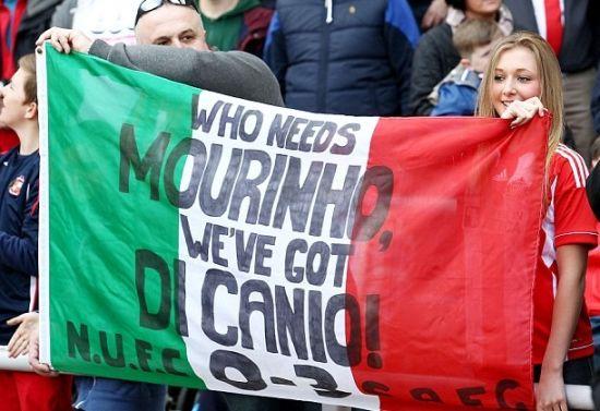 黑猫死忠打出标语:谁还需要穆里尼奥?
