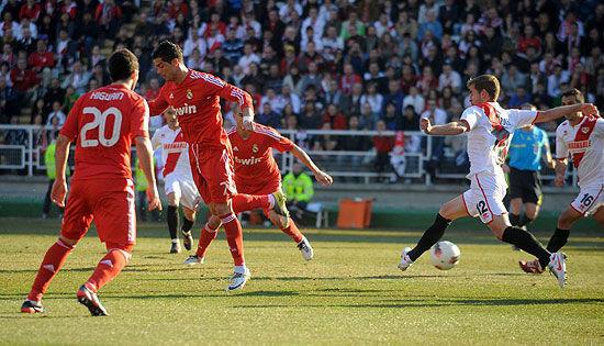 11/12赛季C罗面对巴列卡诺奉献的精彩脚后跟