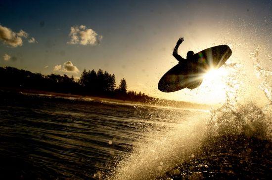 勇敢的��\_摄影师镜头下勇敢冲浪者震撼人心瞬间
