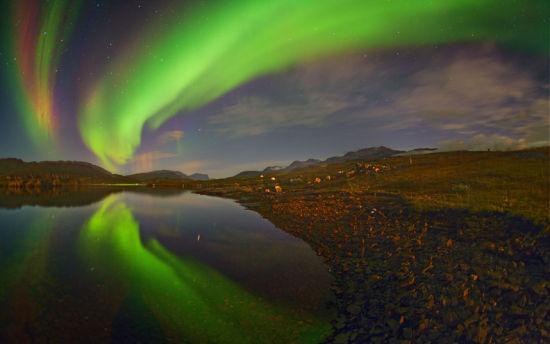 摄影师Juan Carlos Casado前来格陵兰岛拍摄壮丽的极光。