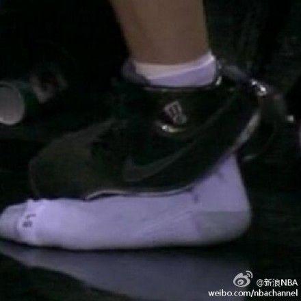 吉诺比利竟然把鞋踩穿了