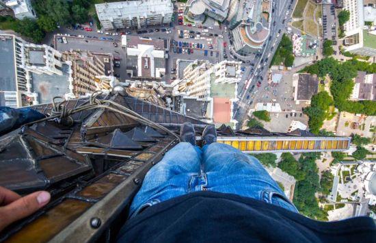 乌克兰天行者徒手攀爬高楼