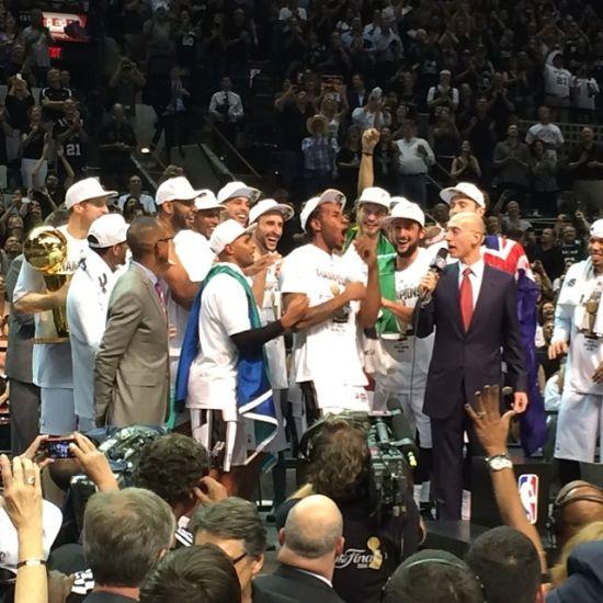 2013 2014NBA总冠军 圣安东尼奥马刺图片