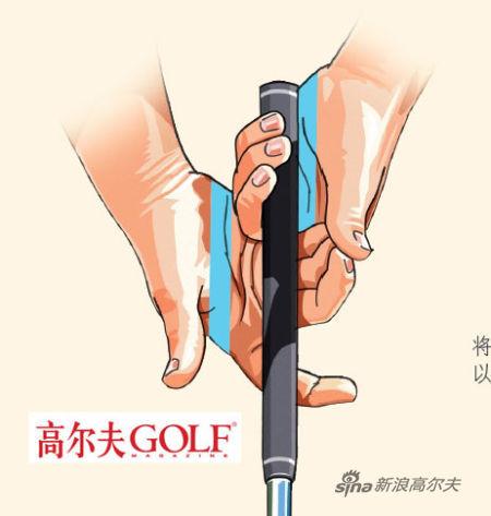 推杆应握在两个手掌之中,以保证推击过程中杆面端正。
