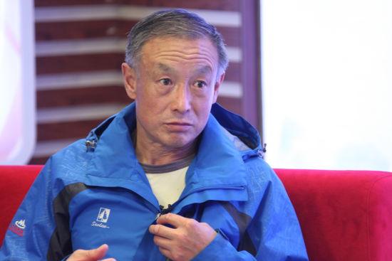 75年夏伯渝首次登珠穆朗玛峰。