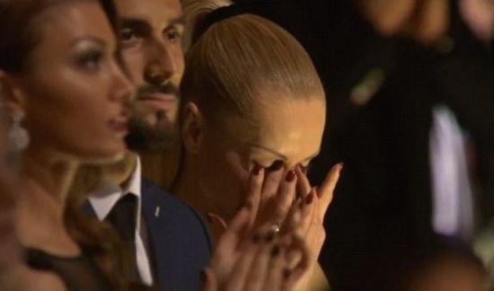 女友感动落泪