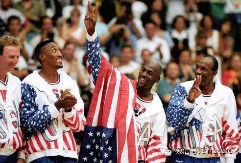 美国国旗当胶布贴标,这也算是史上最大的贴标了吧