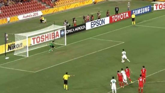 哈扎兹点球踢出前,王大雷已经跨出球门
