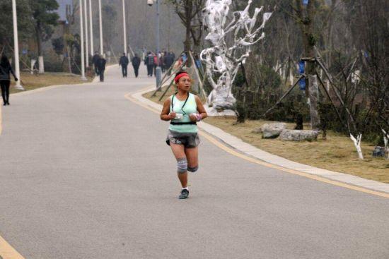 2013年首届光猪跑。